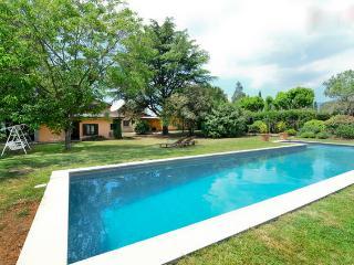 VILLA SANTIAGO. At 4km Roca Village & Golf, Wifi, swimming pool, barbecue, Tenis - Cardedeu vacation rentals
