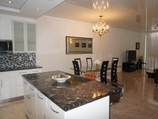 Penthouse Remodeled 2 Br +Den 17TH FL SUNNY ISLES - Sunny Isles Beach vacation rentals