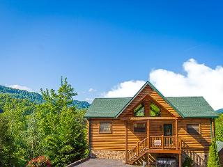 Summer Specials from $249! 4BR Gatlinburg Cabin w/ Views & Hot Tub! - Gatlinburg vacation rentals