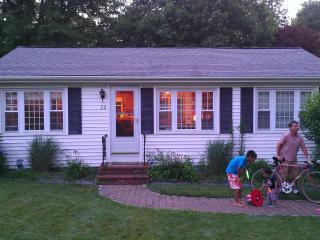 3BR Cottage just short walk to Priscilla Beach - South Shore Massachusetts - Buzzard's Bay vacation rentals
