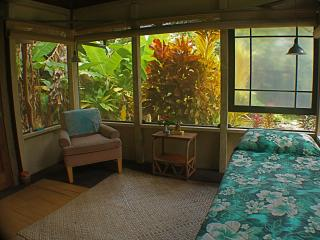 Banana Patch Cottage, a tiny gem! - Hakalau vacation rentals