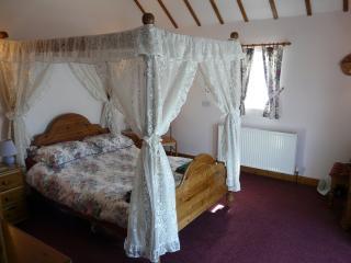 Primrose Cottage, Lillimoor Farm near Tenby - Tenby vacation rentals