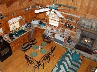 Cozy 3 bedroom Lansing Cottage with Deck - Lansing vacation rentals