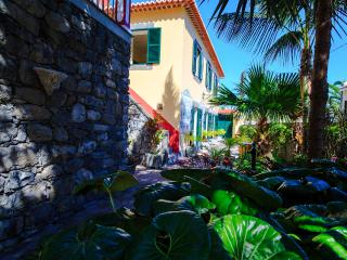 Casa das Videiras, A holiday cottage at the beach - Funchal vacation rentals