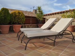 CAN FELIP Penthouse: Beautiful XVIIIC. Apartment - Palafrugell vacation rentals
