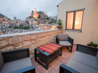 Restored heritage home with a panoramic views in a secure setting - Modica vacation rentals