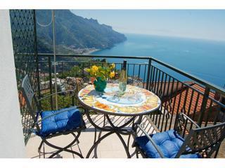 Casa Serenit? quiet apartment in Ravello - Image 1 - Ravello - rentals