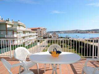 Bright 2 bedroom L'Escala Condo with A/C - L'Escala vacation rentals
