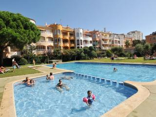 Bright 2 bedroom Empuriabrava Condo with Shared Outdoor Pool - Empuriabrava vacation rentals