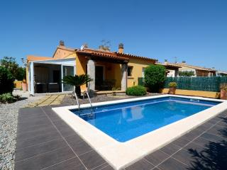 Cozy 3 bedroom House in L'Escala with Washing Machine - L'Escala vacation rentals