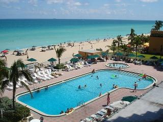 DIRECT  OCEANFRONT  STUDIO ON THE BEACH - Sunny Isles Beach vacation rentals