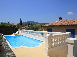 5125 Ste Maxime villa with pool and air con - Saint-Maxime vacation rentals