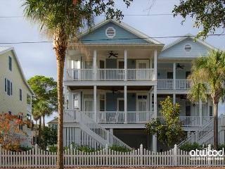 Beach Bums - 4BR + Loft/3BA Beach Walk Home, Screened Porch, Quality Decor - Charleston Area vacation rentals
