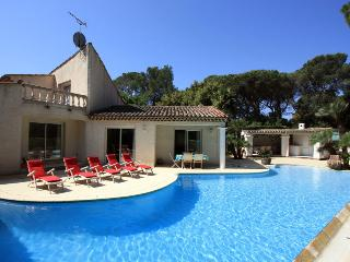 3 bedroom Villa in St RaphaëL, Cote d'Azur, France : ref 1718354 - Velles vacation rentals