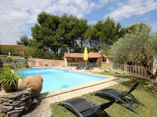 2081 Comfortable Provence villa with pool - Cadenet vacation rentals