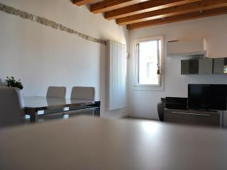 Charming apartment in Dorsoduro - Venice vacation rentals