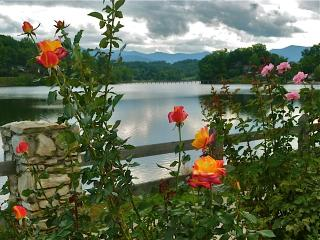 Lake Junaluska Lovely Mtn Lake & Golf Course Views - Lake Junaluska vacation rentals