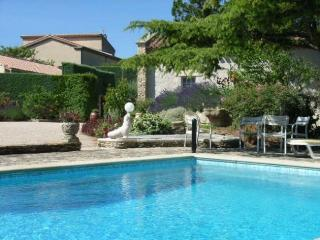 Spacious 5 bedroom villa near village of St. Saturnin les Avignon, property features private garden and swimming pool - Avignon vacation rentals