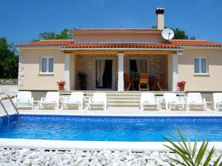 Amazing three bedroom Villa with great location - Kringa vacation rentals