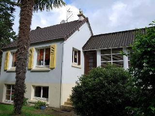 2304 Lovely Normandy cottage, 300m from sea - Denneville vacation rentals