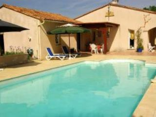 3 bedroom Villa in Bergerac, Dordogne, France : ref 1718557 - Bergerac vacation rentals