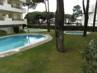Comfortable Studio with Shared Outdoor Pool and Television - L'Escala vacation rentals