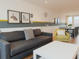 Bell Street Apartment - Glasgow vacation rentals