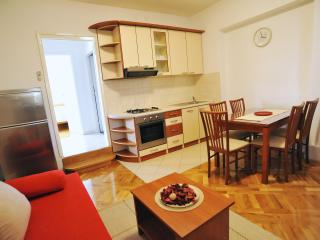 Beautiful 1 bedroom Zadar Condo with Internet Access - Zadar vacation rentals