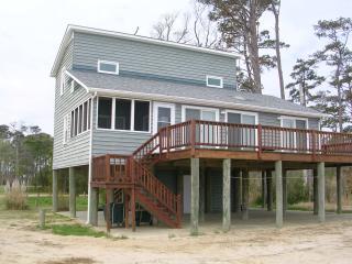 CHESAPEAKE BAY BEACHFRONT HOME - ENDLESS VIEWS & BEAUTIFUL SAND! - Mathews vacation rentals