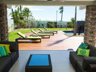 Stunning Villa Sleeps 8-10 with Private Pool - Nadi vacation rentals