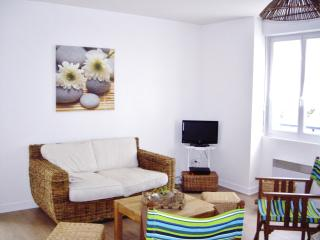 Charming seaside apartment in Atlantic, 200m beach - Guerande vacation rentals
