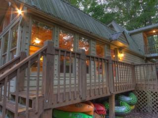 Along the Cartecay River on the outskirts of Ellijay is this beautiful riverfront vacation cabin rental. Cartecay Canoe House - Blue Ridge vacation rentals