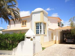 Lovely Villa with Internet Access and Dishwasher - Lagoa vacation rentals
