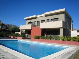 2 bedroom Villa with Shared Outdoor Pool in Miami Platja - Miami Platja vacation rentals