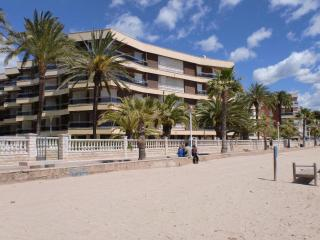 Nice Condo with Shared Outdoor Pool and Stove - Cambrils vacation rentals