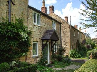CAMPION COTTAGE, stone-built, woodburning stove, close to amenities, in Willersey, near Broadway, Ref 906999 - Cotswolds vacation rentals