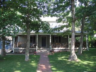 Loads of Charm, Close to Town and Beach 116438 - Oak Bluffs vacation rentals