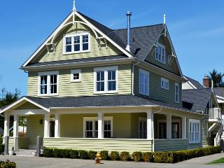 Adeline w- Carriage House - Southern Washington Coast vacation rentals