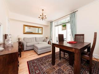 Lovely Flat with Patio in Chelsea - PG - London vacation rentals