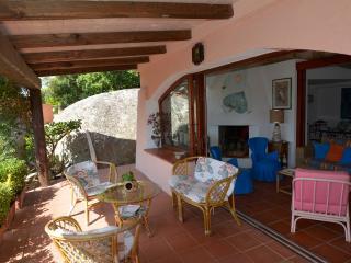 villa Almar indipendente con giardino - Porto Rafael vacation rentals