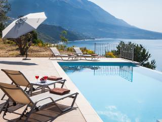 Perfect 3 bedroom Villa in Trapezaki with Internet Access - Trapezaki vacation rentals