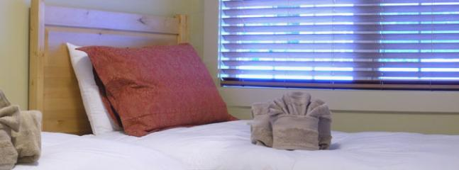 CLEAR VIEW LODGE : Choose from 2 bedrooms with comfortable beds and down duvets - Clearview Lodge - Golden - rentals