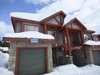SnowBanks 1 Upper Snowpine Location Sleeps 11 - Big White vacation rentals