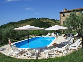CASTEL DARNO gruppi in autogestione - Perugia vacation rentals