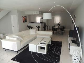 TH2 - 3 Bedroom Townhouse in Miami Beach, large Patio area, 10 min walk to the Beach - Miami Beach vacation rentals
