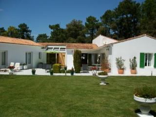 Trés belle maison  de 200m2, au calme et pinède - Sainte Marie de Re vacation rentals