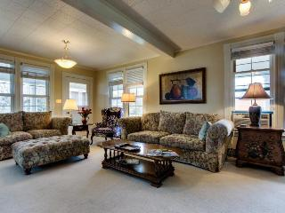 Picturesque & charming home close to downtown, great for a family! - Hood River vacation rentals