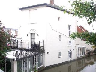 Canal House Villa - Right On the Water's Edge! Get Cosy with Special Offer! - Leamington Spa vacation rentals