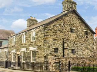 CORWEN OLD POLICE STATION, character features, flexible sleeping, woodburner, in Corwen, Ref. 912150 - Denbighshire vacation rentals