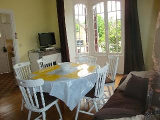 Holidays Blue House in La Roche Canillac - Argentat sur Dordogne vacation rentals